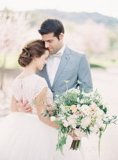 TULLE AND ROMANTIC BLOOMS WEDDING INSPIRATION