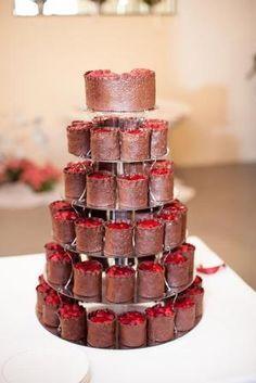 Ovocný svatební dort z cupcakes | dorty od mámy Wedding cake of chocolate cupcakes with rapsberries