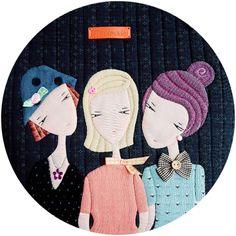원래는 세자매..가방인데 제가 임의로 울집 세모녀 컨셉으로 변경했습니다.ㅋ~ 너무 크지도 작지도 않게 적... Sewing Appliques, Quilted Bag, Backpack Bags, Diy And Crafts, Patches, Kids Rugs, Quilts, Blog, Handmade Dolls