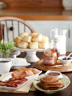 Our traditional farm-inspired breakfast box is filled with long-time favorites from our FarmStead and other fine purveryors. In your Blackberry Breakfast Box you'll receive: Buttermilk Biscuit Mix, Griddle Cake mix gluten free, Apple Butter 12 ounces, Blackberry Jam 12 ounces, Wildflower Honey 8 ounces, Tennessee Sorghum, Benton's Country Ham and Benton's Bacon.
