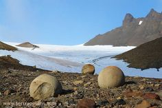 The sphere-shaped stone balls (geodes, up to 3 m) of Champ Island, Franz Joseph Land rank among the top attractions of the archipelago. terrapolaris.com