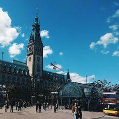 💪 Hablemos de #arquitectura imponente, hablemos del ayuntamiento de #Hamburgo 💪  ▪  ▪  ▪  #vsco📷 #vsco #vscocam #townhall #hamburg #hamburgo #hamburg_de #germany #germany🇩🇪 #deutschland #alemania #trip #journal #traveljournal #traveldiary #trip✈️ #trip #travel #travelling #WomenWhoTravel #instatrip #backpackerslife #backpacking #cities #urban #citiesoftheworld #cities_of_world #city_explore #cityhall
