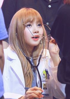 Doc: You have Lalice Heart Disease. Kpop Girl Groups, Korean Girl Groups, Kpop Girls, Kim Jennie, Blackpink Lisa, K Pop, Rapper, Thai Princess, Blackpink Memes