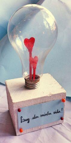 DIY garnish with lamp  See here: http://customizando.net/diy-enfeite-feito-com-lampada/