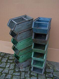 Alte Lagerkiste Metall, Industriedesign Regal, Loft Design Metallkiste Stapelbox