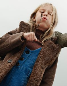 ZARA kids 2018 campaign- trickle down of styles from adults and revival of styles Teenage Girl Outfits, Girls Summer Outfits, Outfits For Teens, Teenage Clothing, Clothing Ideas, Zara Kids, Toddler Fashion, Fashion Kids, Boys Dress Clothes