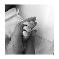 #FedericaNargi Federica Nargi: Benvenuta al mondo nipotina Mia.Hai risvegliato in me tante emozioni dimenticate. Difficili da spiegare a parole. E ora per te inizia il lungo cammina attraverso la vita. Sarò pronta sempre a starti vicina. ❤️ #benvenutaMiaFiore @lauradannibale @manuel_fiore