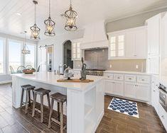 Kitchen Island Decor, Modern Kitchen Island, Modern Farmhouse Kitchens, Kitchen Layout, New Kitchen, Cool Kitchens, Kitchen Design, Kitchen Cabinets, Kitchen Ideas