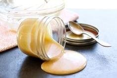 Homemade Honey Mustard Sauce is a thick, tangy & sweet sauce that has just a hint of smoky flavor. It only take 2 MINUTES to make with 5 INGREDIENTS! Honey Mustard Dip, Honey Mustard Recipes, Homemade Honey Mustard, Dipping Sauces For Chicken, Sauce For Chicken, Ham Sauce, Cheese Sauce, Grilled Ham And Cheese, Peanut Butter Balls
