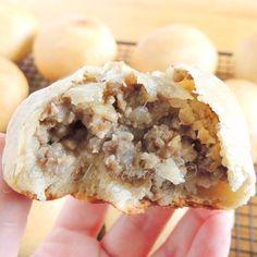 Fleisch Perishky - Mennonite meat buns | My Edible Journey Amish Recipes, Dutch Recipes, Meat Recipes, Cooking Recipes, Recipies, Field Meals, Meat Bun, Meat Rolls, Ukrainian Recipes