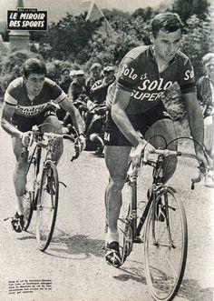 Rik Van Looy recht op de pedalen. In zijn wiel de rappe sprinter Guido Reybroeck...