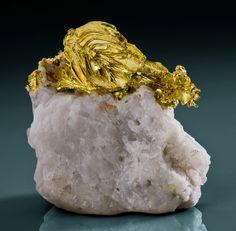 Gold (spinel-twinned) - Mockingbird Mine, Whitlock, Mariposa Co., California, USA