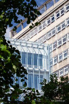 Fotografia architektury w oknie UMCS - Lublin
