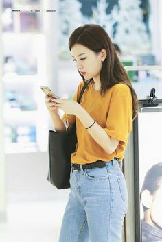 seulgi, red velvet, and kpop image Kpop Fashion, Asian Fashion, Fashion Outfits, Airport Fashion, Kpop Mode, Park Sooyoung, Red Velvet Seulgi, Velvet Fashion, Airport Style