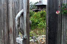 gate to lloyd kahn's yard, so pretty