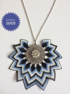Bargello, Handmade Jewelry, Pendants, Pendant Necklace, Model, Instagram, Beautiful, Beaded Crafts, Needle Lace