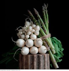 Simply Raw 2015 wall calendar featuring vegetable portraits by Lynn Karlin and recipes by Matthew Kenney. Click through to see the most recent edition!