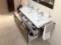 Een opgeruimde #badkamer geeft rust. Ruime #badmeubels, #badkamerkasten, #schappen, #haakjes en meer helpen je een opgeruimde badkamer houden. Lees er meer over in onze #blog.