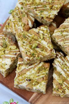 Easy, Scrumptious and Tasty White Chocolate and Pistachio Blondies – Perfect Delicious Traybake for Chocolate & Nut lovers! I have been wanting to bake another. Pistachio Cheesecake, Pistachio Dessert, Pistachio Recipes, Rolo Cheesecake, Baking Recipes, Dessert Recipes, Dessert Food, Janes Patisserie, Delicious Desserts