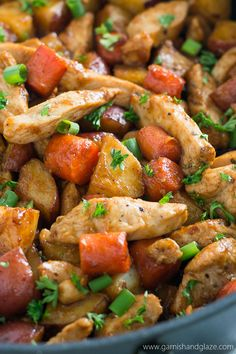 Try this One Skillet BBQ Chicken and Potatoes for a yummy healthy family meal that is easy to make and clean up. One Skillet Meals, One Pot Meals, Easy Meals, Inexpensive Meals, Frugal Meals, Freezer Meals, Bbq Chicken, Chicken Recipes, Keto Chicken