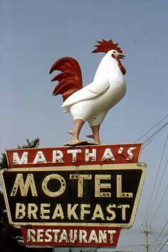 Martha's Motel Breakfast Restaurant Lake George, New York. Old Neon Signs, Vintage Neon Signs, Old Signs, Advertising Signs, Vintage Advertisements, Vintage Ads, Vintage Hotels, Vintage Room, Roadside Signs