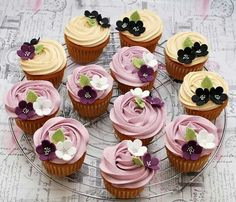 Google Recipe D, Mini Cakes, Cup Cakes, Buttercream Flowers, Sweets Cake, Cake Decorating Tips, Cupcake Cookies, Party Cakes, Let Them Eat Cake