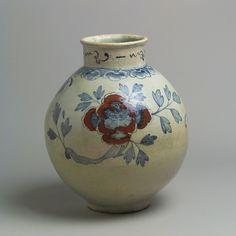 백자 청화 동화 모란 무늬 항아리 조선   <br/>白磁靑畫銅畫牡丹文壺 朝鮮<br/>Large jar with decoration of peonies
