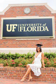 College Graduation Pictures, Graduation Picture Poses, Graduation Photoshoot, Grad Pics, Graduation Ideas, Florida Gatora, Grad Pictures, Orlando Photographers, Graduation Photography