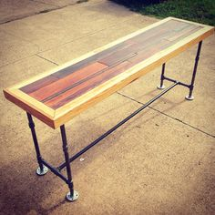 How cool would this be to replace the black table? Wood Projects, Woodworking Projects, Industrial Console Tables, Pipe Decor, Pallet Designs, Custom Furniture, Furniture Ideas, Black Table, Woodworking Magazine
