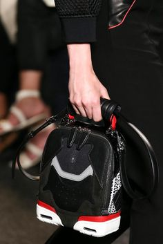 Alexander Wang Spring 2015 Ready-to-Wear - Details - Gallery - Look 5 - Style.com Fendi Mini Bag, Dali, Spring Summer 2015, 70s Fashion, World Of Fashion, City Fashion, Fashion Show, Bag Accessories, Alexander Wang