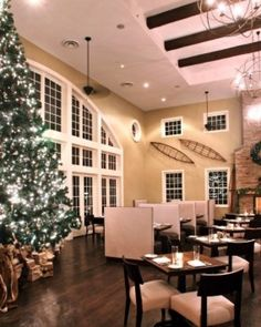 The Tavern restaurant at the boutique Diamond Mills hotel is decked out for the holidays. #Jetsetter