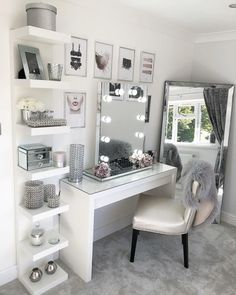 Glam Beauty Room Vanity Decor Penteadeira Bedroom Decor For Beauty Room Ideas Glam Room, Bedroom Decor Glam, Glamour Bedroom, Glamour Living Room, Glamour Decor, Cute Room Decor, Teen Room Decor, Bedroom Decor Ideas For Teen Girls, Shelf Ideas For Living Room