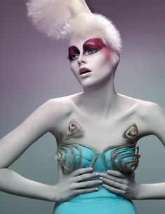 Alien wear and futuristic makeup ~ Paco Peregrin. with from JDzigner… Fantasy Hair, Fantasy Makeup, Futuristic Makeup, Extreme Makeup, Avant Garde Hair, Foto Fashion, High Fashion, Fashion Hair, Space Fashion