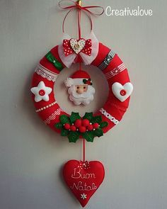 More-than-just-cute Christmas wreath. Christmas Projects, Felt Crafts, Crafts To Make, Christmas Holidays, Christmas Crafts, Merry Christmas, Felt Christmas Ornaments, Christmas Wreaths, Christmas Decorations
