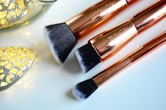 Gorgeous Rose Gold Makeup Brushes from Makeup Revolution. Perfect for contouring, highlighting and sculpting. Full review on my blog.   #makeup #makeupBrushes #brushes #rosegold #beauty #blogger #beautyblogger #MakeupRevolution #contour #highlight #sculpt   http://misssunshinesparkle.blogspot.co.uk/2015/10/new-makeup-revolution-ultra-sculpt.html