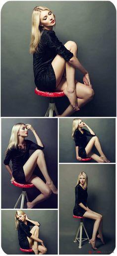 девушка в длинном платье сидит на стуле широко: 12 тыс изображений найдено в…