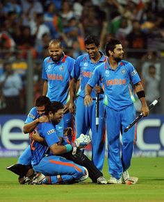 [CYCTM] Indian cricketers embrace batsman Yuvraj