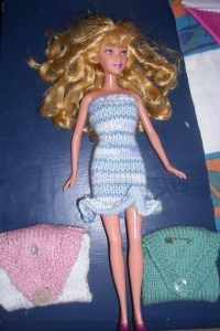 Rather than the 120 sts Barbie evening gownpattern of knitting in the round strike 1 fame, I opted for a 27 sts tube dress for my second attempt at knitting with 4 needles. I managed 2 rounds of ...