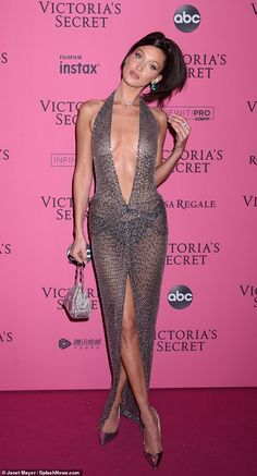 Bella Hadid outdoes the Victoria's Secret runway in completely sheer gown Bella Gigi Hadid, Bella Hadid Outfits, Bella Hadid Style, Sexy Outfits, Sexy Dresses, Beautiful Dresses, Fashion Outfits, Modelos Victoria Secret, Sheer Gown