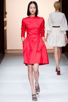 Martin Grant Spring 2013 RTW Collection - Fashion on TheCut Red Fashion, Fashion Week, Fashion Show, Luxury Fashion, Young Designers, Beautiful Outfits, Beautiful Clothes, Lady In Red, Ball Gowns