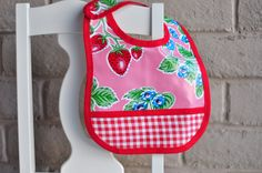 Aesthetic Nest: Sewing: Oilcloth Baby Bib and Checkbook Cover Bib pattern Baby Sewing Projects, Sewing For Kids, Sewing Tutorials, Sewing Ideas, Sewing Crafts, Dyi Crafts, Kid Projects, Baby Bib Tutorial, Baby Bibs Patterns