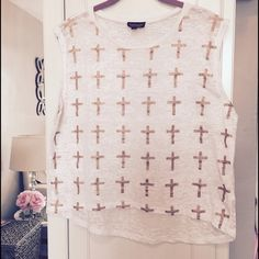 Topshop Glitter Cross White Tank. ✝ Topshop Gold Glitter White Tank. ✝ Size 8 (Medium). It look like BRAND NEW!!! ❌ NO TRADES ❌ Topshop Tops Tank Tops