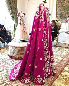 ドルチェ&ガッバーナ アルタモーダの展示会がただ今ミラノで開催中オペラの殿堂ミラノのスカラ座で上演されてきた数々の登場人物が今回のコレクションのインスピレーション@dolcegabbana #altamoda #dolcegabbana  via VOGUE JAPAN MAGAZINE OFFICIAL INSTAGRAM - Fashion Campaigns  Haute Couture  Advertising  Editorial Photography  Magazine Cover Designs  Supermodels  Runway Models