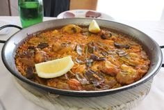 Paella Valenciana Chorizo, Paella Valenciana, Exotic Food, Portuguese Recipes, Vegetable Dishes, Soups And Stews, No Cook Meals, Food For Thought, Food Hacks
