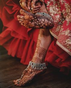 Bridal Mehndi Bliss: Top 10 Mehndi Designs of the Season That Will Nail Your Bridal Look & Are Legit Henna Goals New Bridal Mehndi Designs, Simple Mehndi Designs, Henna Designs, Indian Wedding Jewelry, Bridal Jewelry, Silver Jewelry, Silver Ring, Silver Anklets, Indian Weddings