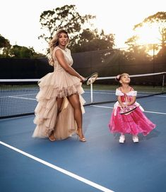 Independent Clothing, Sophisticated Outfits, Serena Williams, Bridesmaid Dresses, Wedding Dresses, Trending Topics, Mommy And Me, Olympia, Fashion Photo