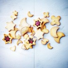 Tupperware - Shortcrust Cookies and Jam Stars Vegetarian Eggs, Fruit Jam, Dough Balls, Tupperware, Tray Bakes, Soul Food, Gingerbread Cookies, Projects To Try, Stars