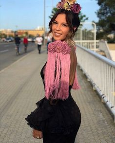 Lunes tarde, con #Flamencura, claro 😉 • SIGUE EL HILO ▶️ @flamencasyvolantes - 💖 #FLAMENCASYVOLANTES Hombrera African Fashion Dresses, African Dress, Haute Couture Dresses, Aged To Perfection, Prom Dresses, Wedding Dresses, Sleeve Designs, Lace Skirt, Casual Outfits