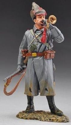 World War II Russian Army SOV005A Bugler wearing Budenovka Hat - Made by Thomas Gunn Military Miniatures and Models. Factory made, hand assembled, painted and boxed in a padded decorative box. Excellent gift for the enthusiast.