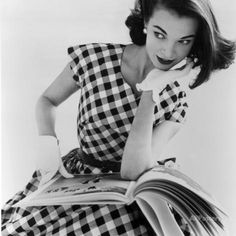 Helen Bunney in a Dress by Blanes, 1957 Giclée-Druck